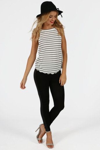 dora-monochrome-striped-scalloped-hem-top-1